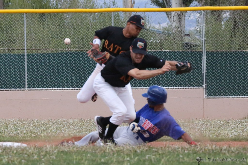 oops its a loose ball at second base as it goes by both the second baseman and shortstop