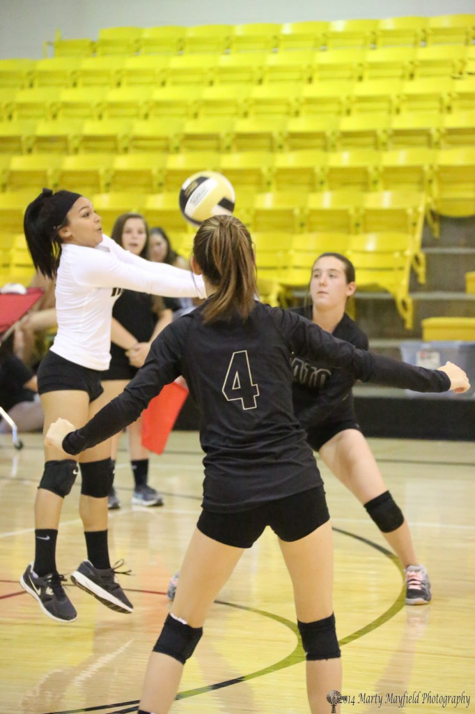 Joslin Romero makes the pass during the JV game Tuesday evening.