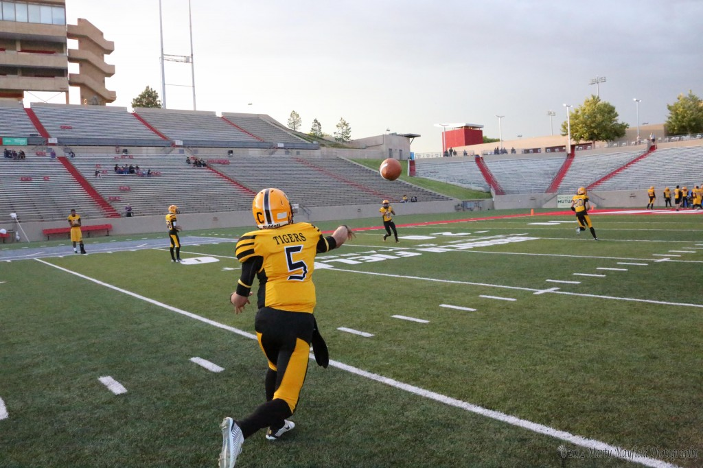 Raton Tigers warmup before the game with Thoreau