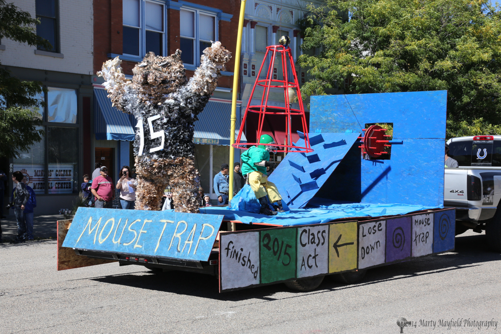 The 2nd Place Float belongs to the Seniors