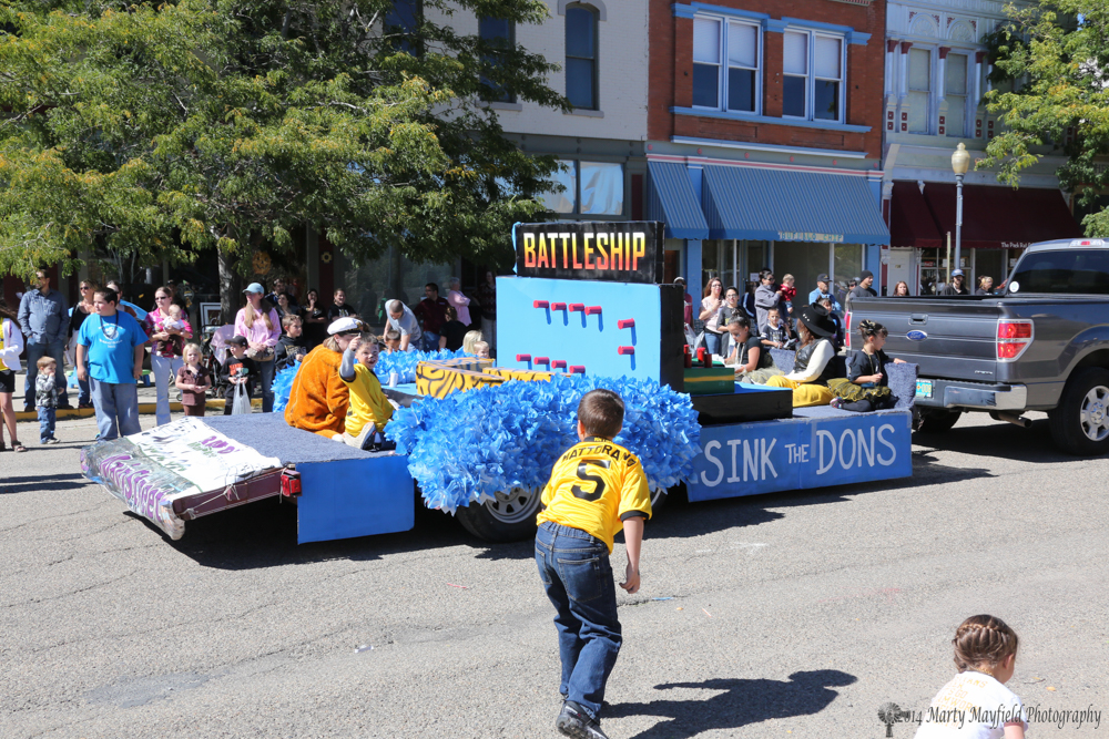 The Mainstreet float rolls down 1st Street during the Homecoming Parade