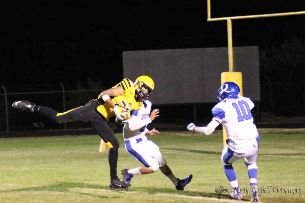 Its Jonathan Cabriales once again making the catch for another Raton six late in the Homecoming game.