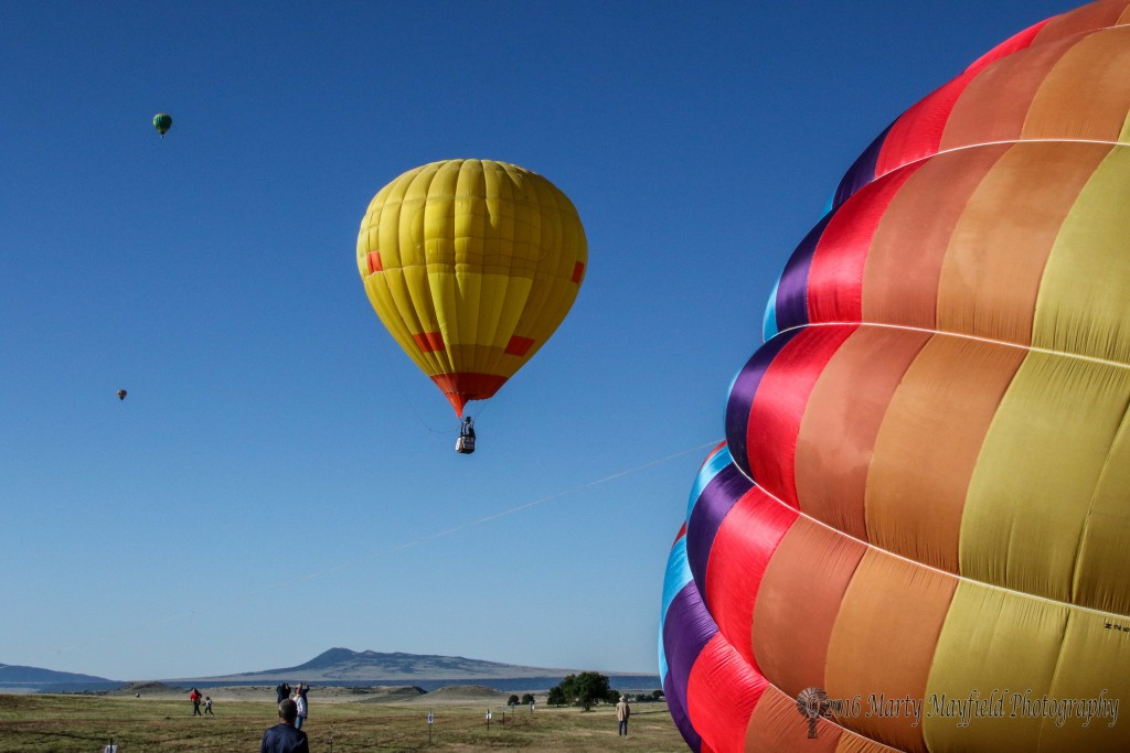 Another nice morning greeted spectators and balloonist alike as the many balloons floated south.