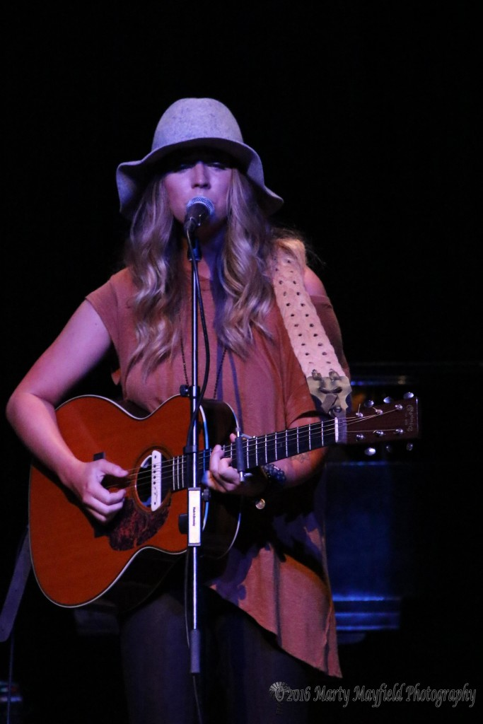 Kylie Rae Harris also took to the stage Sunday evening.