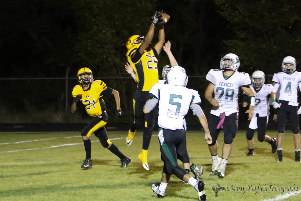 Jonathan Cabriales makes the jump and the catch for the 2-point conversion tying the ball game at 8.