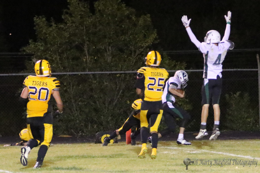 Cayd Bilbrey makes the catch and scrambles for six as Skyler Davis indicates touchdown